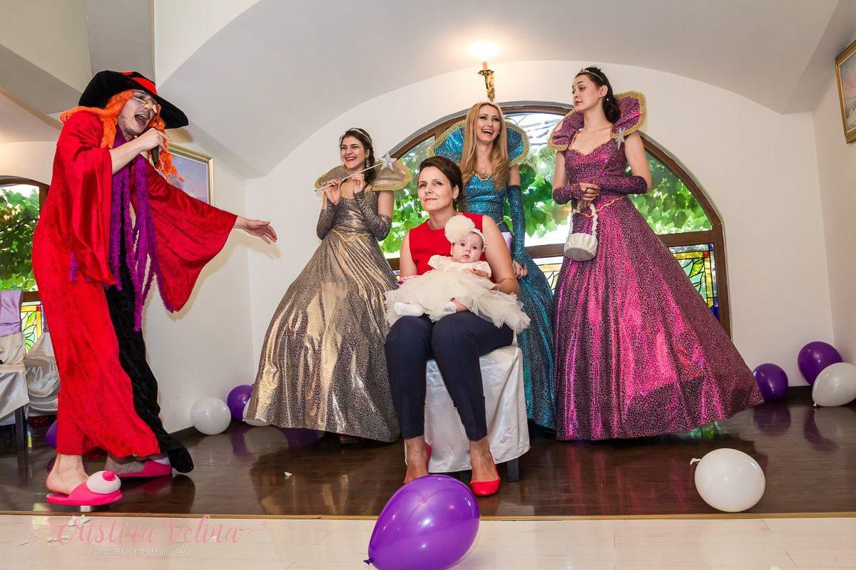 Fotograf ursitoare Bucuresti. Fotografii botez Irina. Petrecerea a avut loc la Cocosul Rosu.