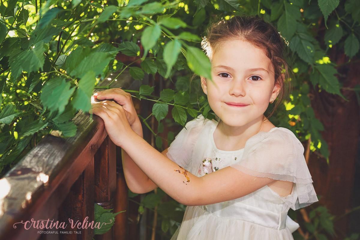 Portret fetita. Fotografii botez Irina.
